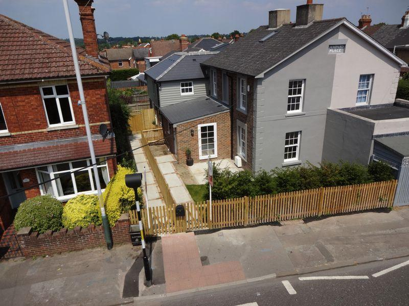 2 Bedrooms Semi Detached House for sale in High Street, Rusthall, Tunbridge Wells