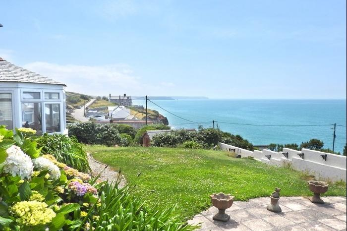 3 Bedrooms Town House for sale in BOSWARTHA, LOE BAR ROAD, PORTHLEVEN, TR13