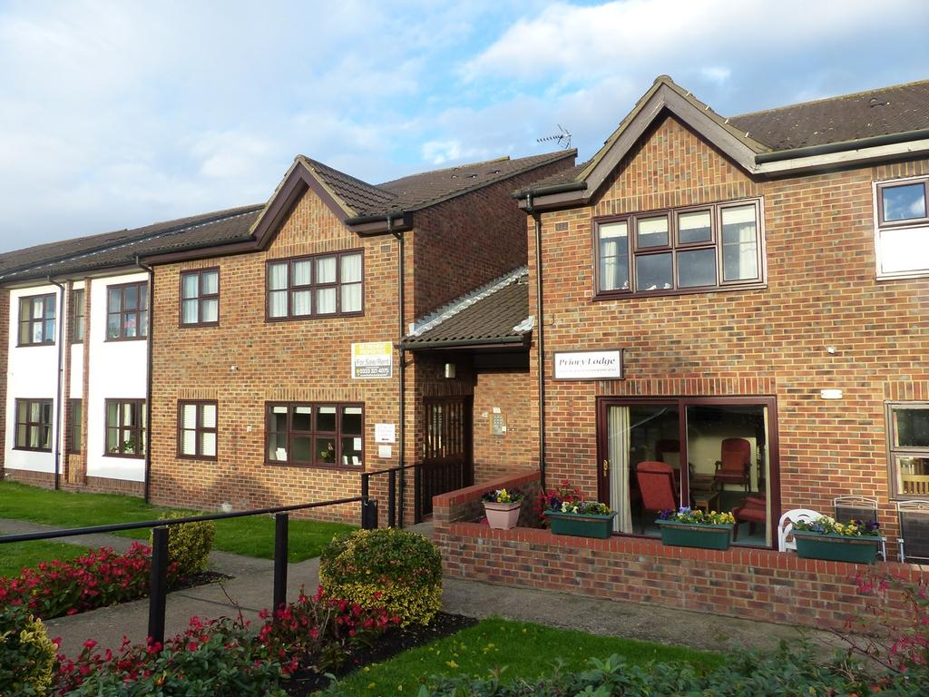 2 Bedrooms Retirement Property for rent in Glebe Way, West Wickham, BR4
