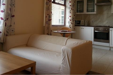 Studio to rent - 8 Cottam Avenue, Bradford, BD7