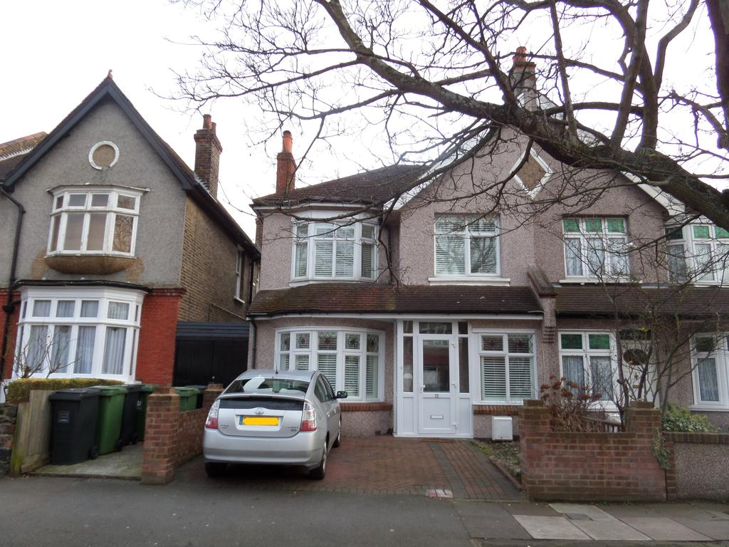 4 Bedrooms Semi Detached House for sale in Newquay Road, London