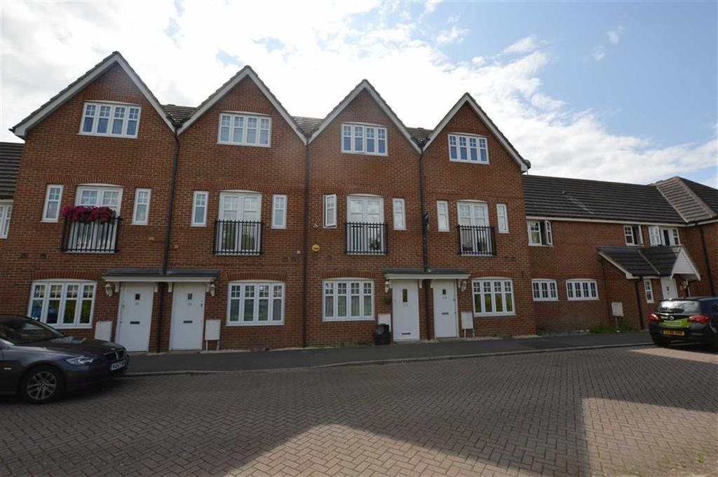 3 Bedrooms Town House for rent in Skylark Way, Shinfield, Reading