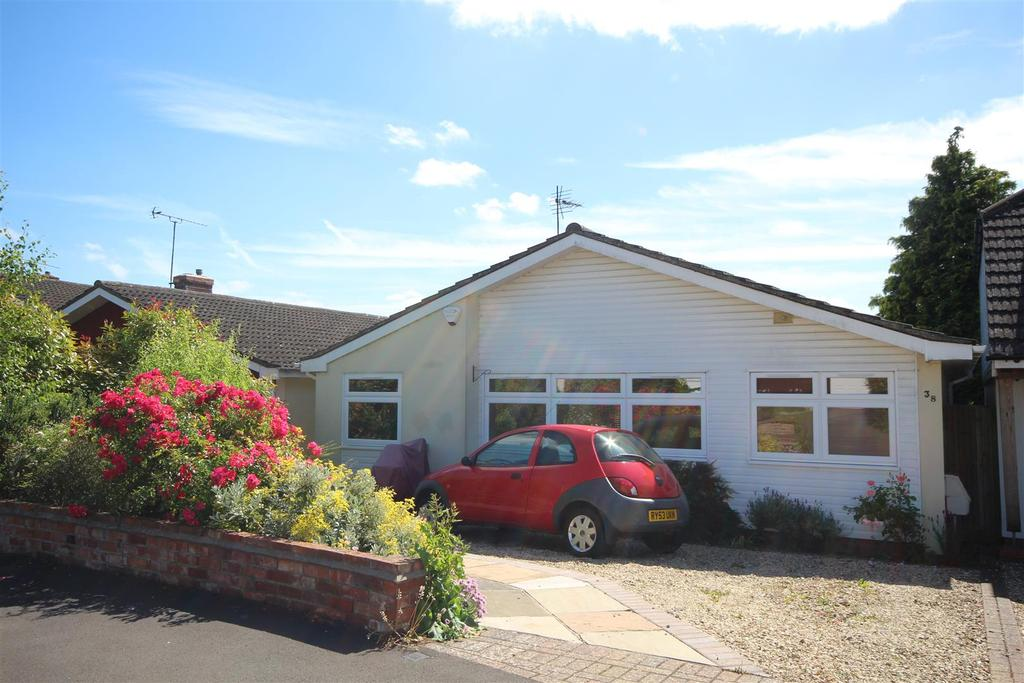3 Bedrooms Detached Bungalow for sale in Wessex Gardens, Twyford, Reading