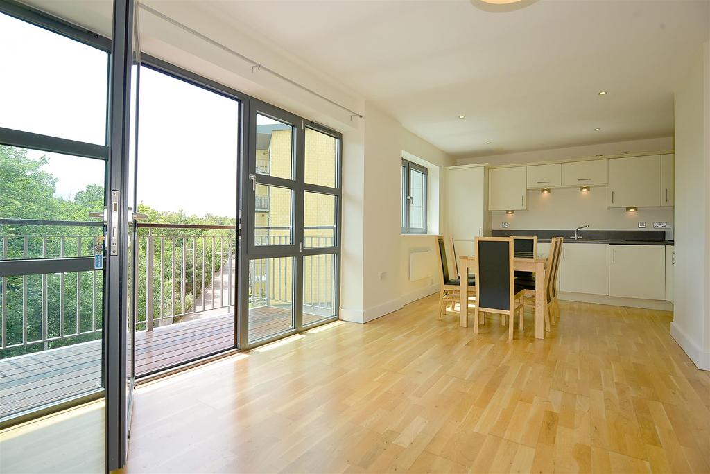 2 Bedrooms Apartment Flat for sale in Baron House, Chapter Way, Colliers Wood, SW19