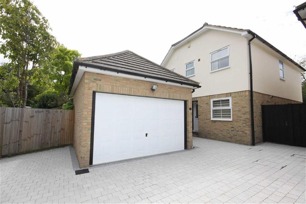 4 Bedrooms Detached House for sale in Lewing Close, Crofton