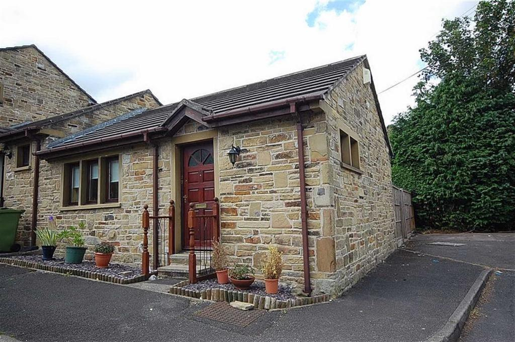 1 Bedroom Terraced Bungalow for sale in The Courtyard, Crosland Moor, Huddersfield, HD4