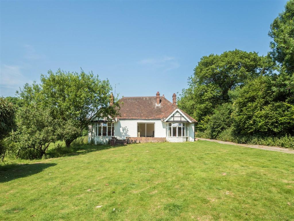 5 Bedrooms Bungalow for sale in Ashford Road, Harrietsham, Maidstone
