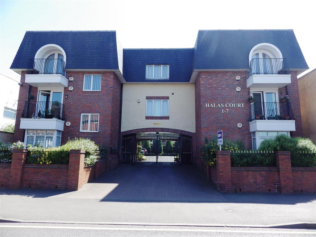 2 Bedrooms Flat for sale in Hales Court, Halesowen Road, Cradley Heath