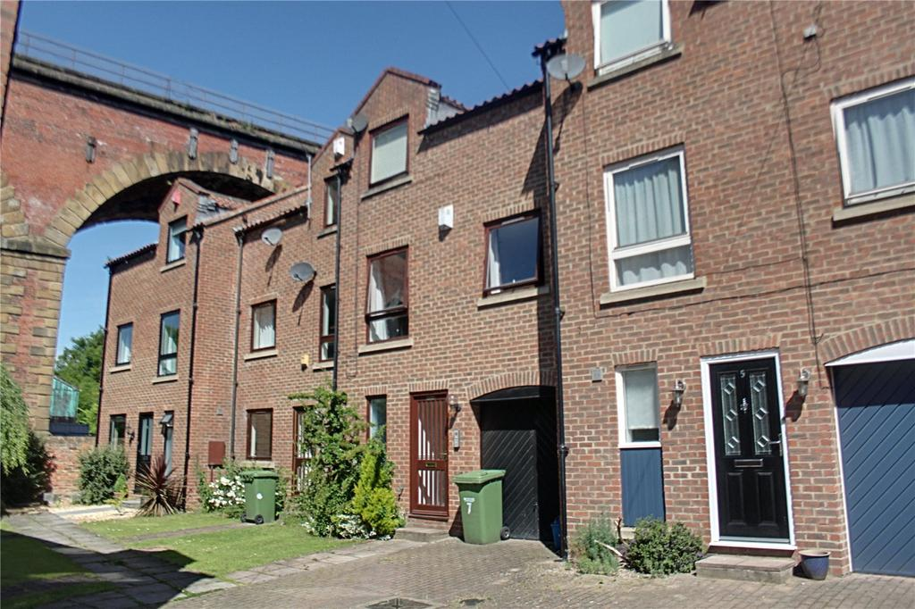 3 Bedrooms Terraced House for sale in Low Church Wynd, Yarm