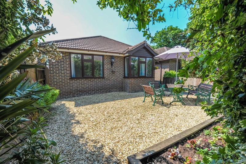 2 Bedrooms Detached Bungalow for sale in Autumn Copse, Ashley, New Milton