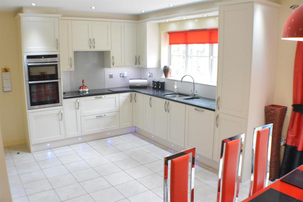 6 Bedrooms Detached House for sale in Paddock Close, Mansfield