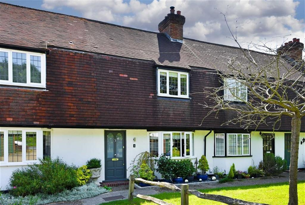 2 Bedrooms Terraced House for sale in Barn Close, Epsom, Surrey