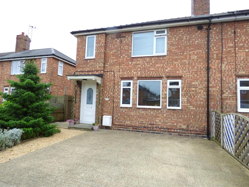 4 Bedrooms End Of Terrace House for sale in Kings Square, Beverley, East Yorkshire, HU17 9HH