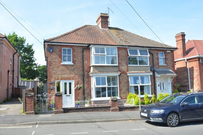 3 Bedrooms Semi Detached House for sale in Cross Lane, Andover