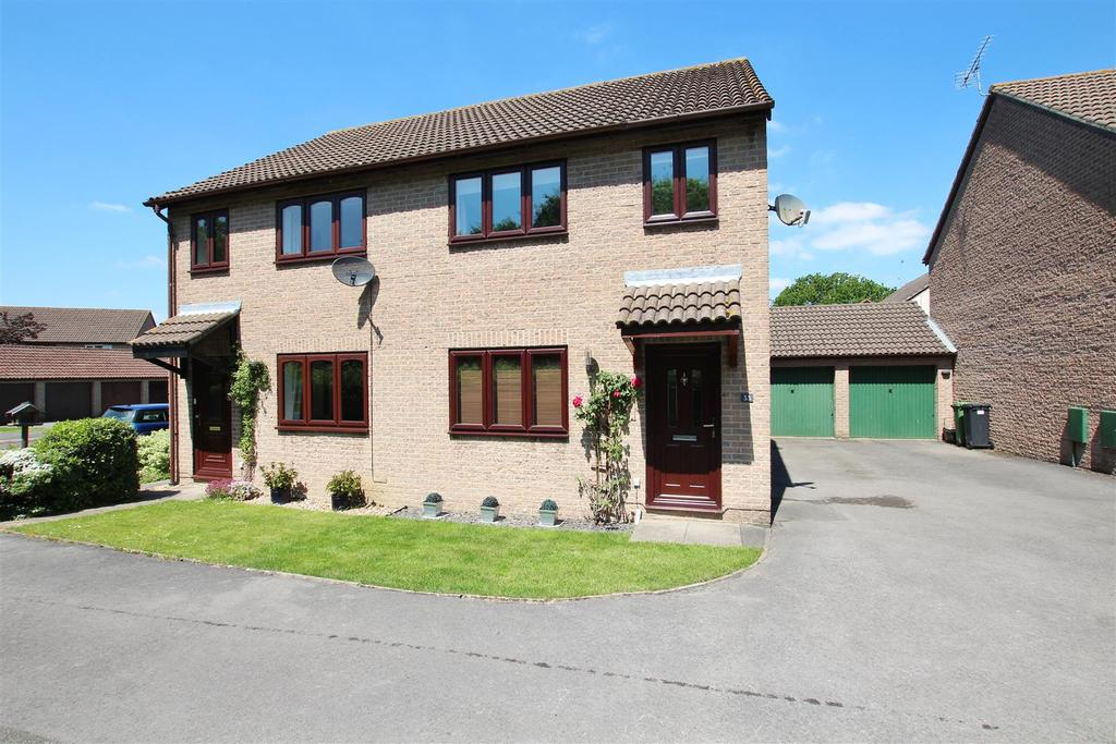 3 Bedrooms Semi Detached House for sale in Centaury Gardens, Horton Heath, Eastleigh