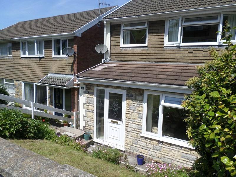 3 Bedrooms Semi Detached House for sale in Kimberley Way, Glynfach, Porth