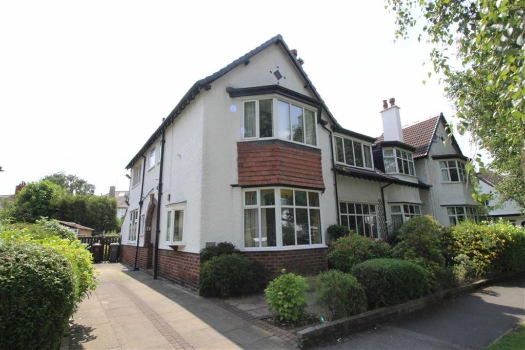 5 Bedrooms Semi Detached House for sale in The Meade, Chorltonville