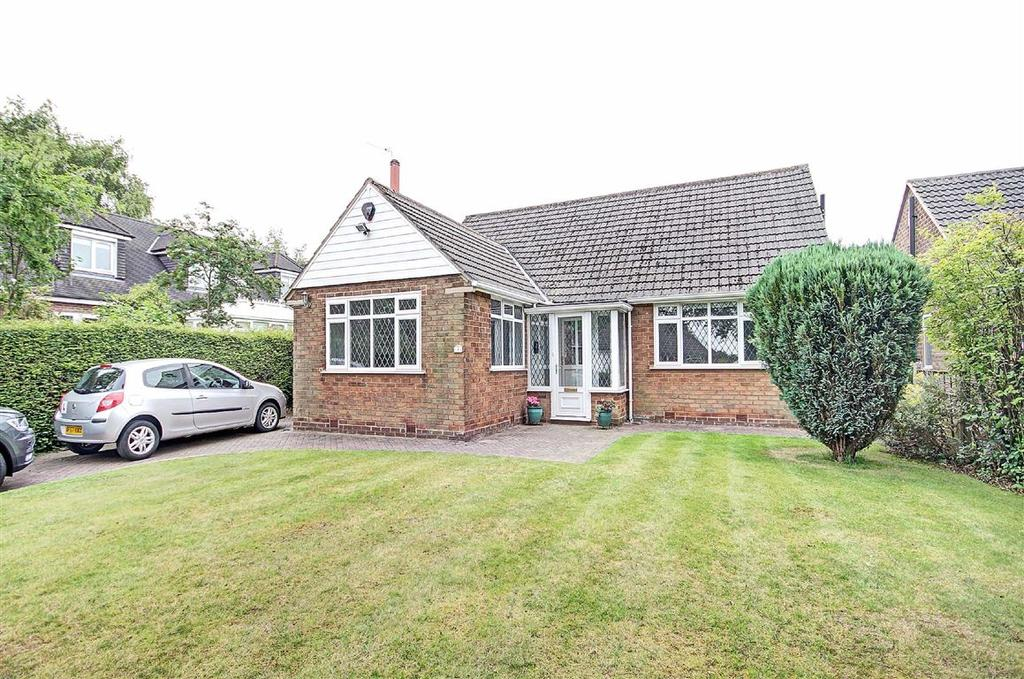 3 Bedrooms Detached Bungalow for sale in Ravenwood Drive, Hale Barns, Cheshire