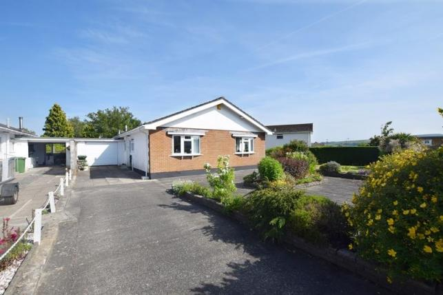 3 Bedrooms Bungalow for sale in Ballagarey Road, Glen Vine, IM4 4EJ