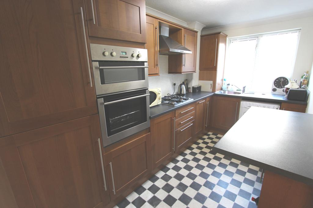 2 Bedrooms Ground Flat for rent in Parsonage Road BH1
