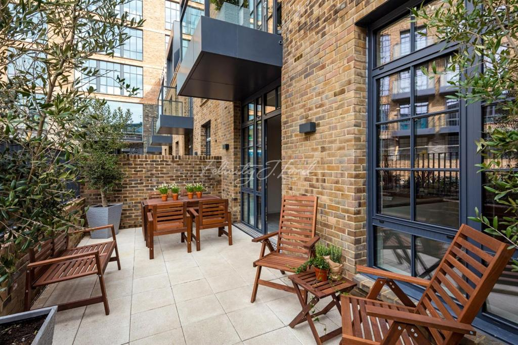 3 Bedrooms Terraced House for sale in Valentine Place, Borough, SE1