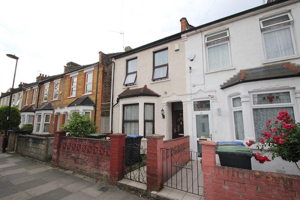 3 Bedrooms End Of Terrace House for sale in Clarence Road, Ponders End, EN3