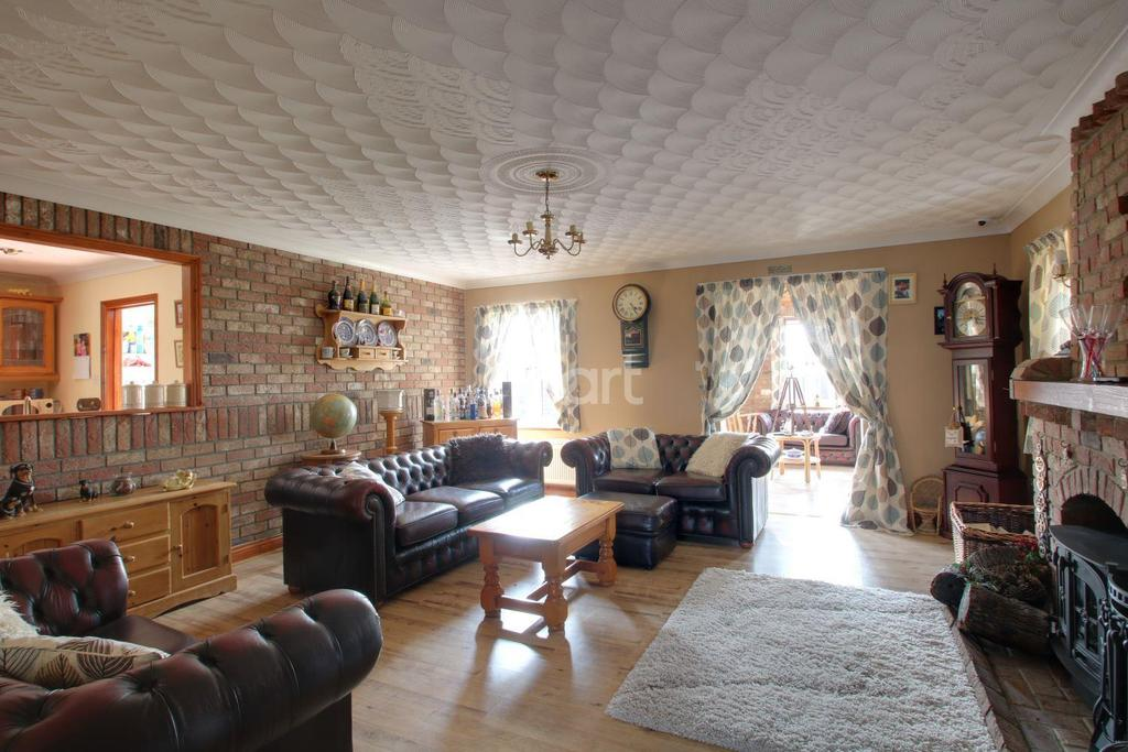 4 Bedrooms Detached House for sale in Ringers Lane, Leverington