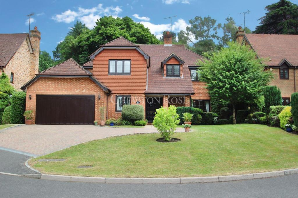5 Bedrooms Detached House for sale in The Links, Ascot