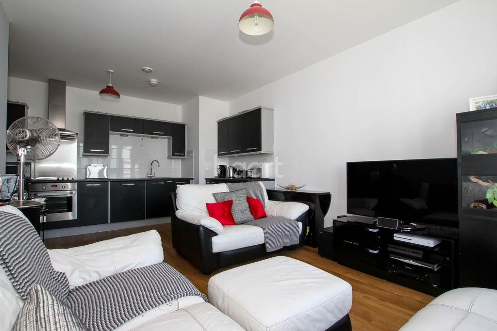 2 Bedrooms Flat for sale in Broadwater Road