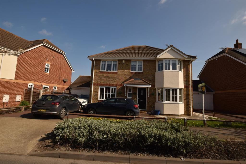 4 Bedrooms Detached House for sale in Thorney Bay Road, Canvey Island