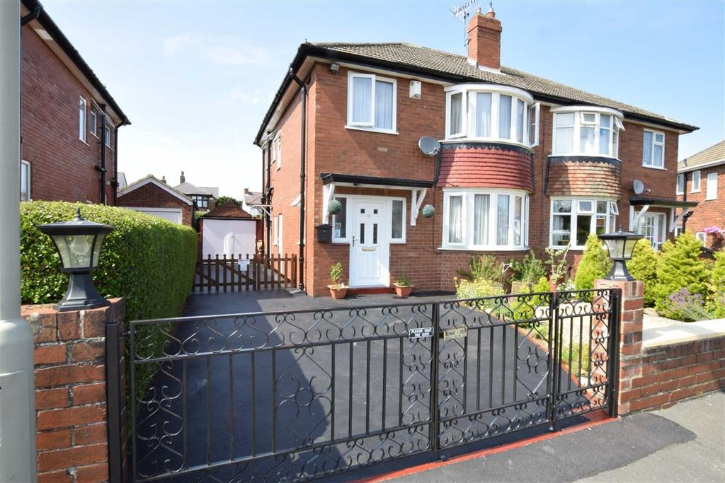 3 Bedrooms Semi Detached House for sale in Fairfield Crescent, Scarborough, North Yorkshire