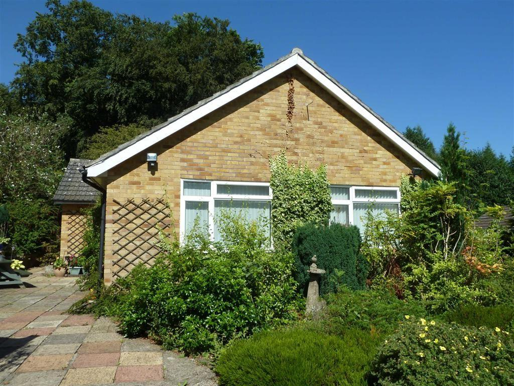 3 Bedrooms Detached Bungalow for sale in Old Copse Gardens, Sonning Common, Sonning Common Reading