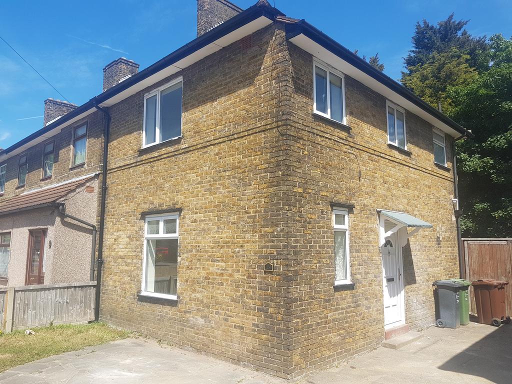 3 Bedrooms End Of Terrace House for sale in Bennetts Castle Lane, Dagenham RM8