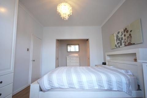 3 bedroom flat to rent - Tritton Road SE21