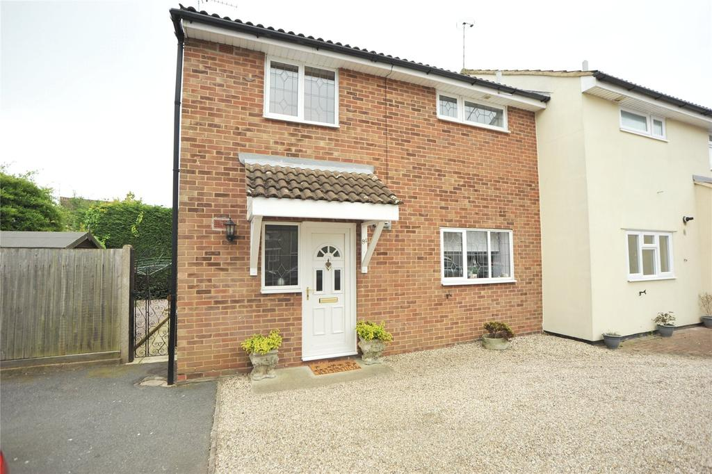 3 Bedrooms Semi Detached House for sale in Brocksparkwood, Hutton, Essex, CM13