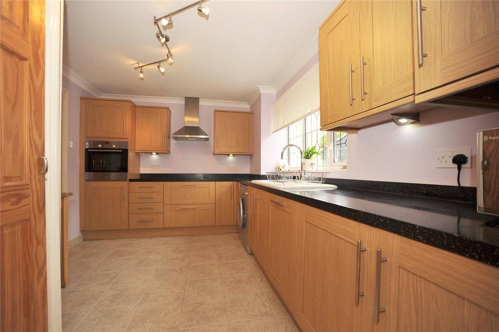 3 Bedrooms Semi Detached House for sale in Brocksparkwood, Hutton, Essex, CM13