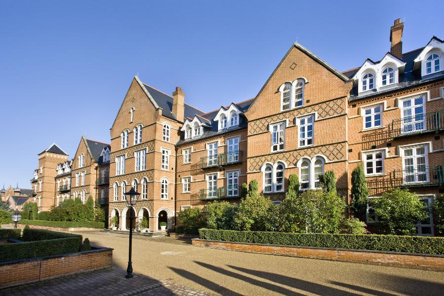 2 Bedrooms Apartment Flat for sale in Virginia Park, Virginia Water
