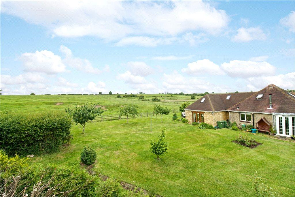 3 Bedrooms Detached Bungalow for sale in High Street, Haversham, Milton Keynes, Buckinghamshire