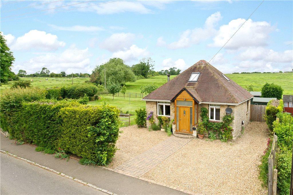 3 Bedrooms Detached Bungalow for sale in High Street, Old Haversham, Milton Keynes, Buckinghamshire