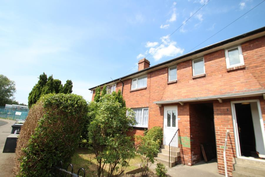 3 Bedrooms Terraced House for sale in SCOTT HALL GROVE, LEEDS, LS7 3JL