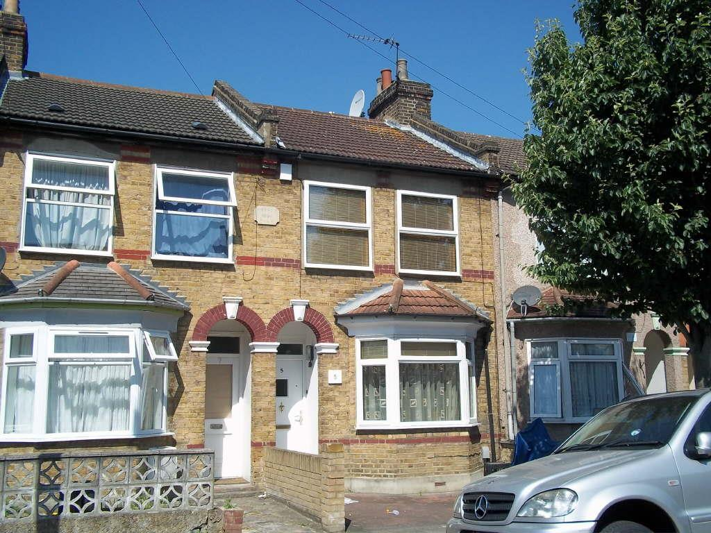 3 Bedrooms Terraced House for sale in Catisfield Road, Enfield