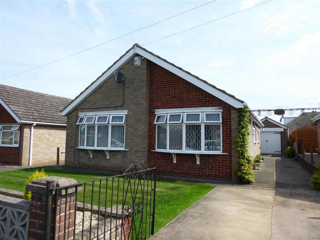 3 Bedrooms Bungalow for sale in Chestnut Road, Waltham