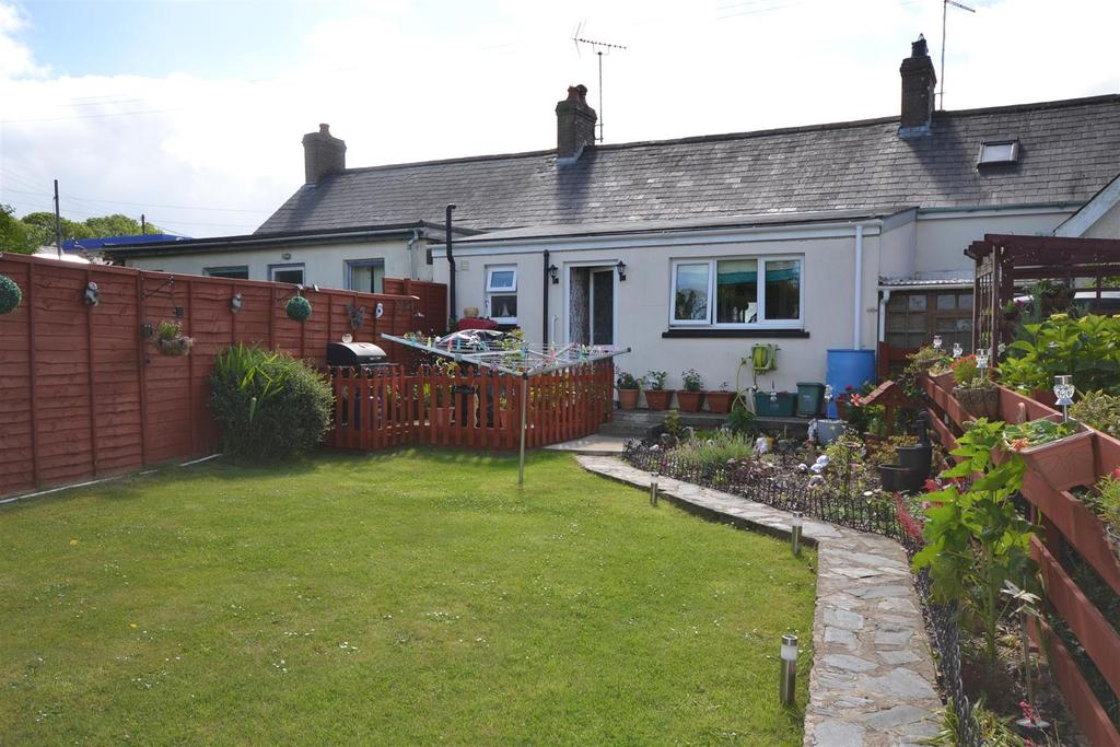 2 Bedrooms Cottage House for sale in Penparc