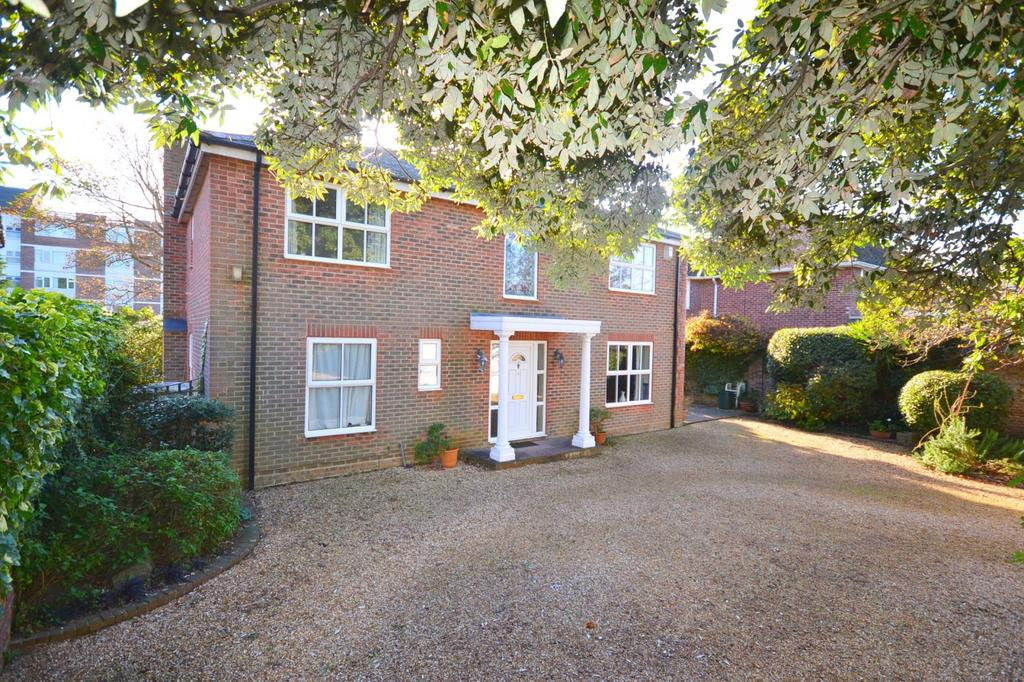 4 Bedrooms Detached House for sale in Stamford Avenue, Hayling Island, PO11