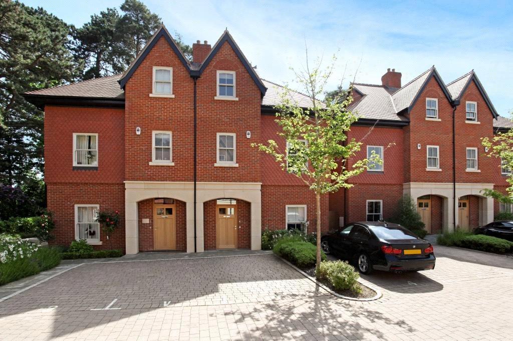 4 Bedrooms Semi Detached House for sale in Queensbury Gardens, Ascot, Berkshire, SL5