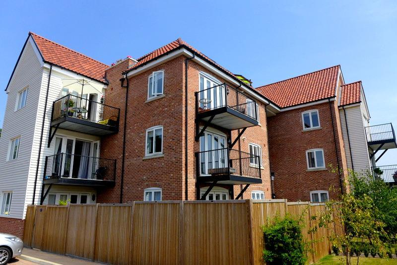 2 Bedrooms Apartment Flat for sale in Waterside Drive, Ditchingham