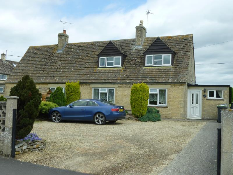3 Bedrooms Semi Detached Bungalow for sale in The Elms, Langford, Glos