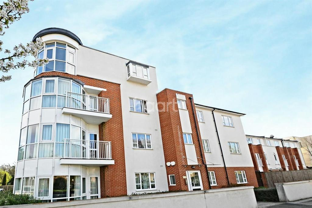 2 Bedrooms Flat for sale in Hillcrest Road, Ealing