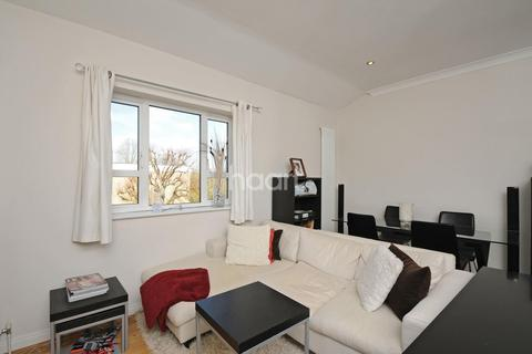 2 bedroom flat for sale - Hillcrest Road, Ealing
