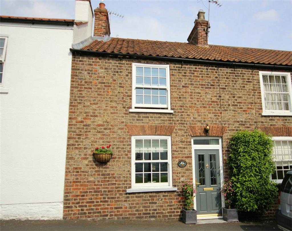 2 Bedrooms Cottage House for sale in The Green, Lund, Driffield, East Riding of Yorkshire